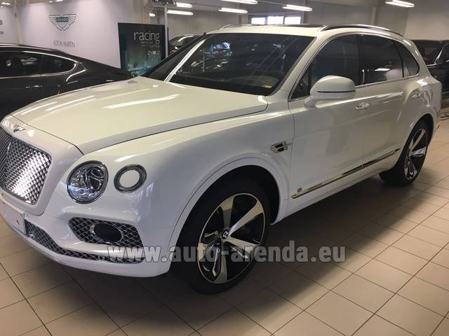Hire and delivery to Aéroport Lyon-Saint Exupéry (LYS) the car Bentley Bentayga W12 NAIM 22 Rear-Enterteiment
