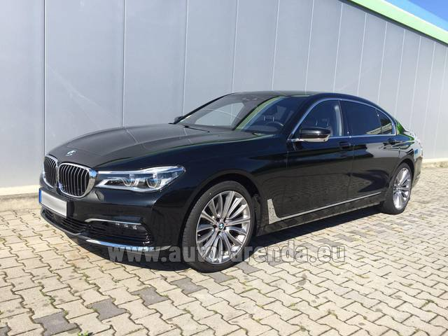 Rental BMW 740 Lang xDrive M Sportpaket Executive Lounge in Courchevel