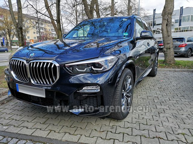 Rental BMW X5 xDrive 30d in Courchevel