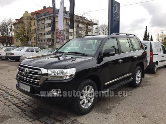 Hire and delivery to Aéroport Chambéry Savoie Mont Blanc (CMF) the car Toyota Land Cruiser 200 V8 Diesel